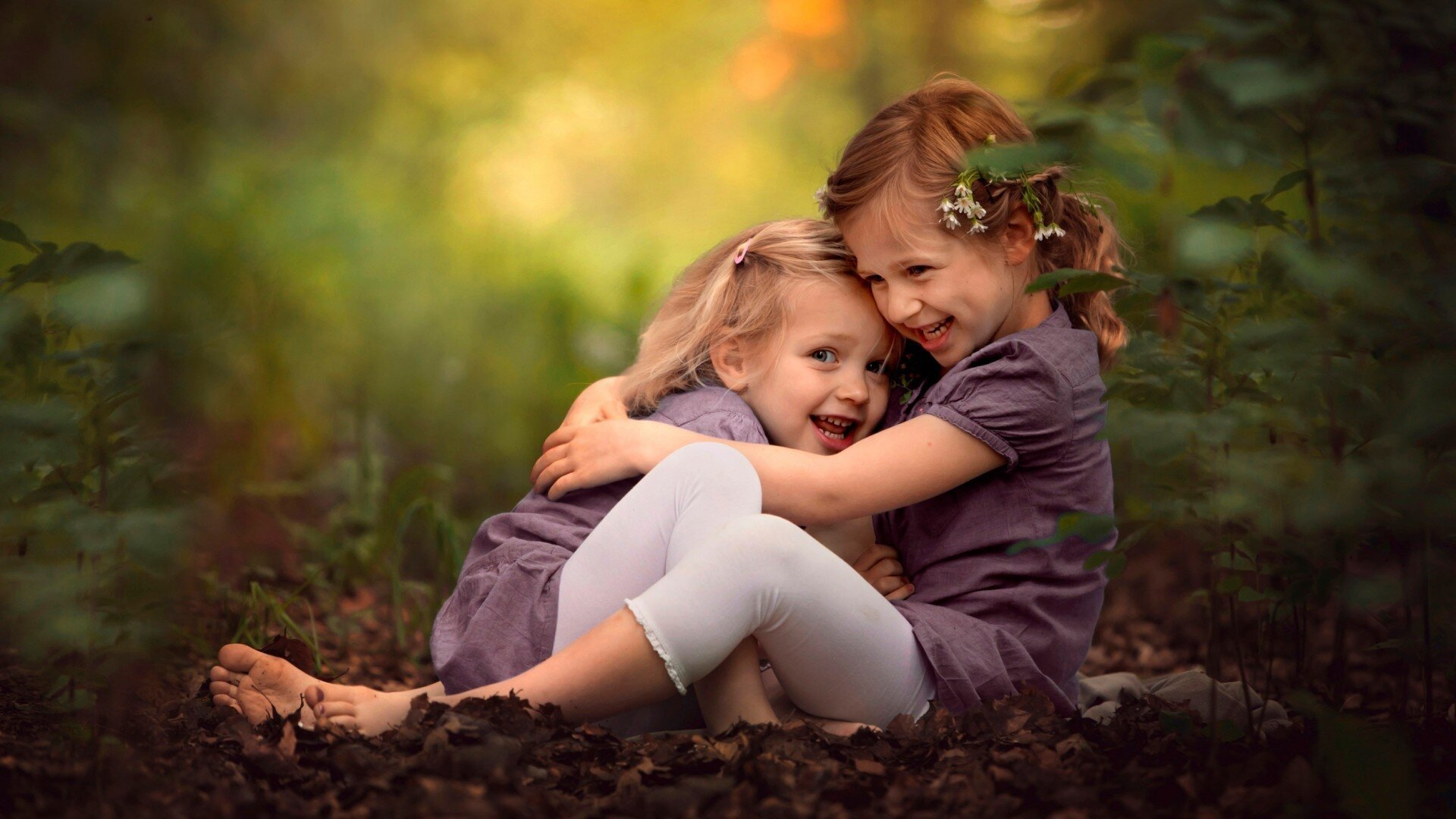 Two cute little sisters playing in the park HD Wallpapers photo